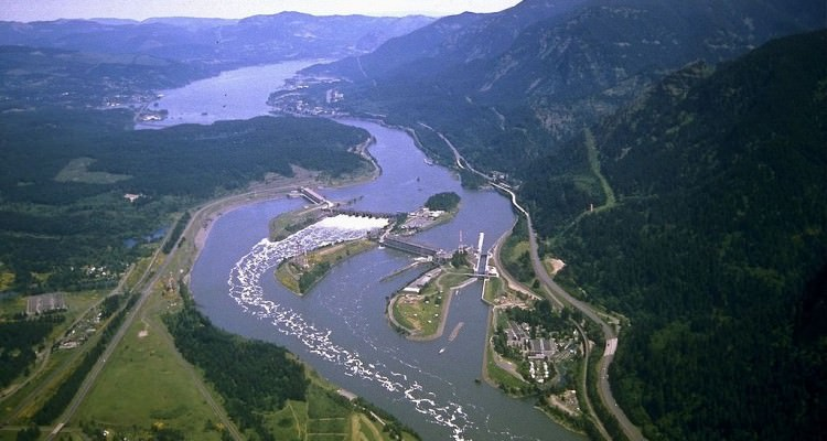 1024px-Corps-engineers-archives_bonneville_dam_looking_east