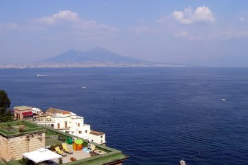 1024px-Gulf-of-naples