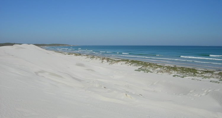 1024px-Pearly_Beach,_Western_Cape_(3218005482)