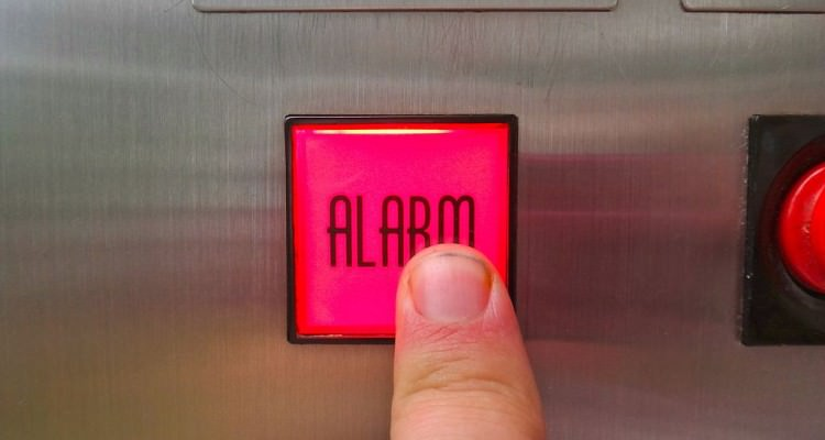 1024px-Ringing_the_elevator_alarm