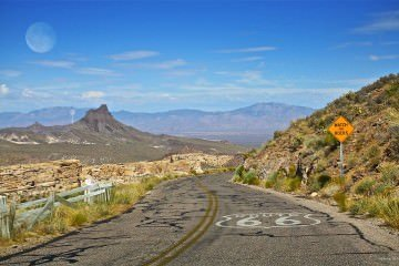 1024px-Route66-Watch-For-Rocks