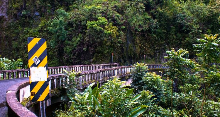 1024px-Bridge_on_Hana_Highway