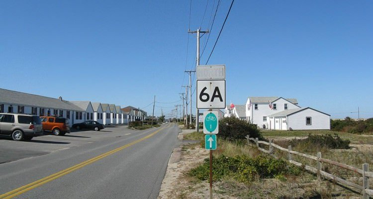 1024px-Claire_Saltonstall_Bikeway_on_MA_Route_6A_northbound,_Truro_MA