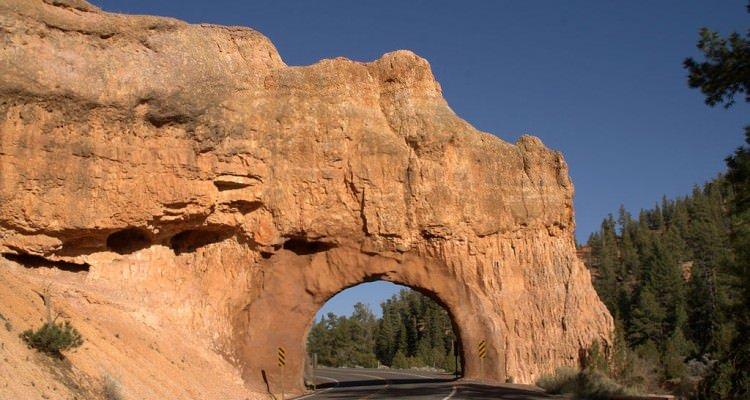 1024px-Utah_State_Rt_12_near_Red_Canyon